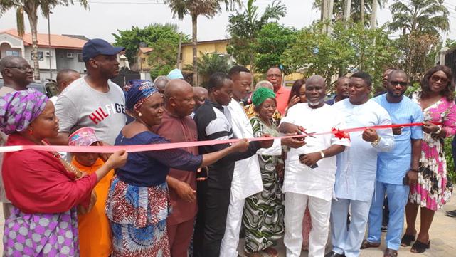 Omole Phase 2 Estate Chairman (Mr Bamidele Lanisa) commissioning the newly constructed Thomas Adeboye Drive
